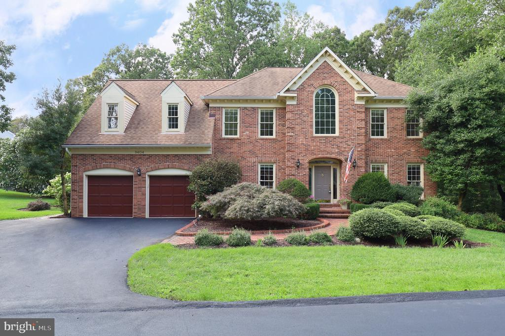 9404 Meadow Crossing Way, Fairfax Station, VA 22039