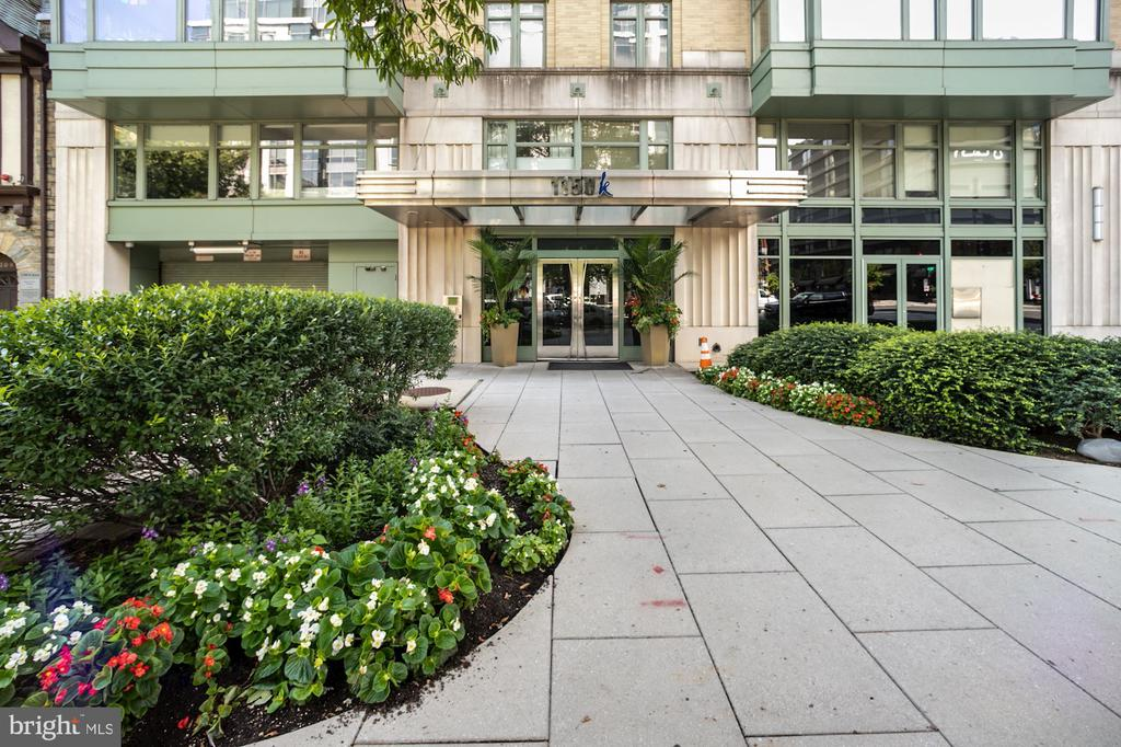 1150 K St NW is a fourteen-story condominium building constructed in 2005 and comprised of 130 light and airy residences. Unit 606 is a one bedroom, one bath with approximately 712 square feet featuring wide plank white oak hardwood floors throughout. A Gourmet Kitchen with Granite counters and Stainless-Steel Appliances. The Dining Area is open to Living Area with floor to ceiling windows overlooking K St NW. A spacious bedroom featuring a double door organized closet and two windows. Full Bath with tile floors and granite vanity with mirrored medicine cabinet above. In-unit laundry and mechanicals. The building is amenity rich with 24-hour front deck, fitness center, community room, roof deck with sweeping city/monument views and grilling stations, pet friendly, parking and storage available for rent.