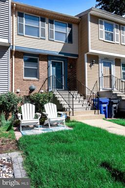 6843 Heatherway Ct, Alexandria, VA 22315