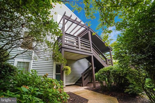 10095 Oakton Terrace Rd, Oakton, VA 22124