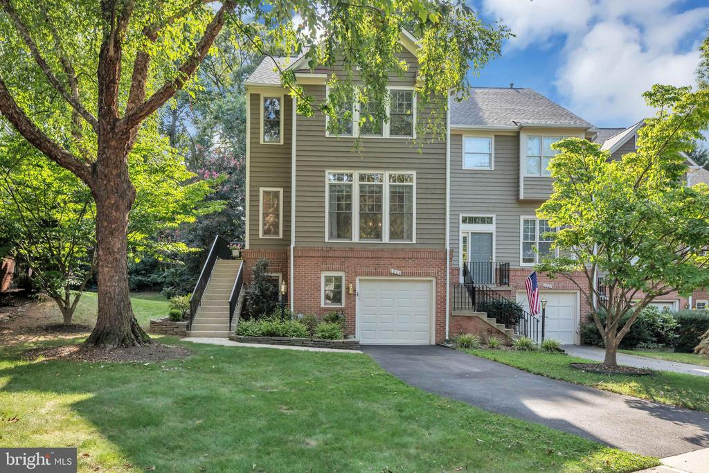 1224 Weatherstone Ct, Reston, VA 20194