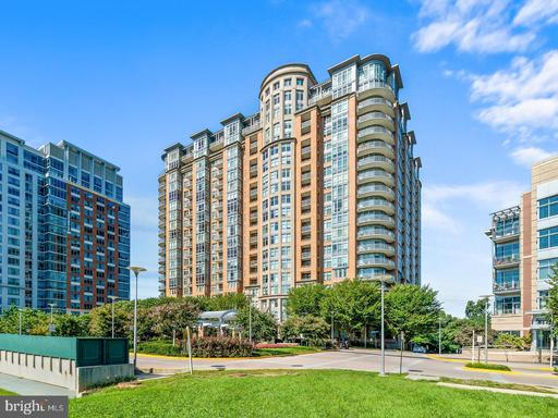 8220 Crestwood Heights Dr #611, McLean 22102