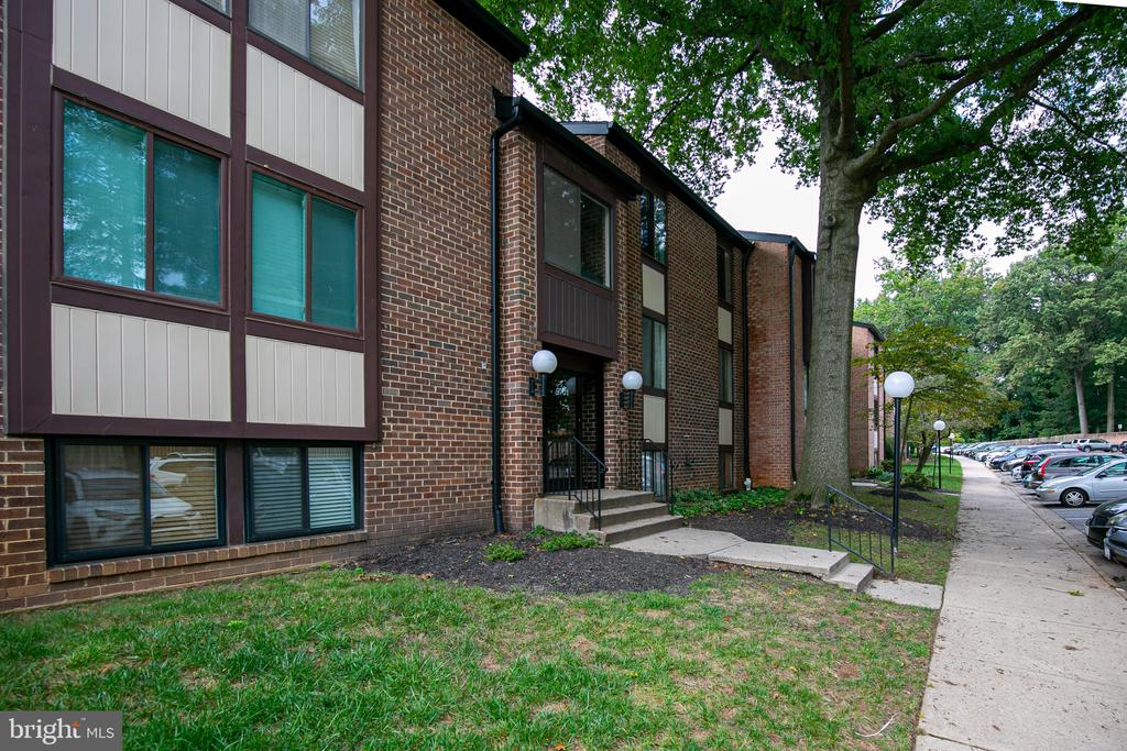 9701 Kings Crown Ct #202, Fairfax, VA 22031