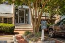 5608 Bloomfield Dr #102