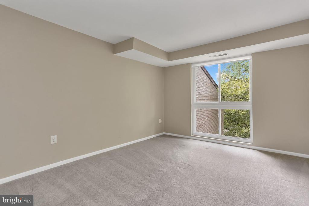 Photo of 5614 Bloomfield Dr #202