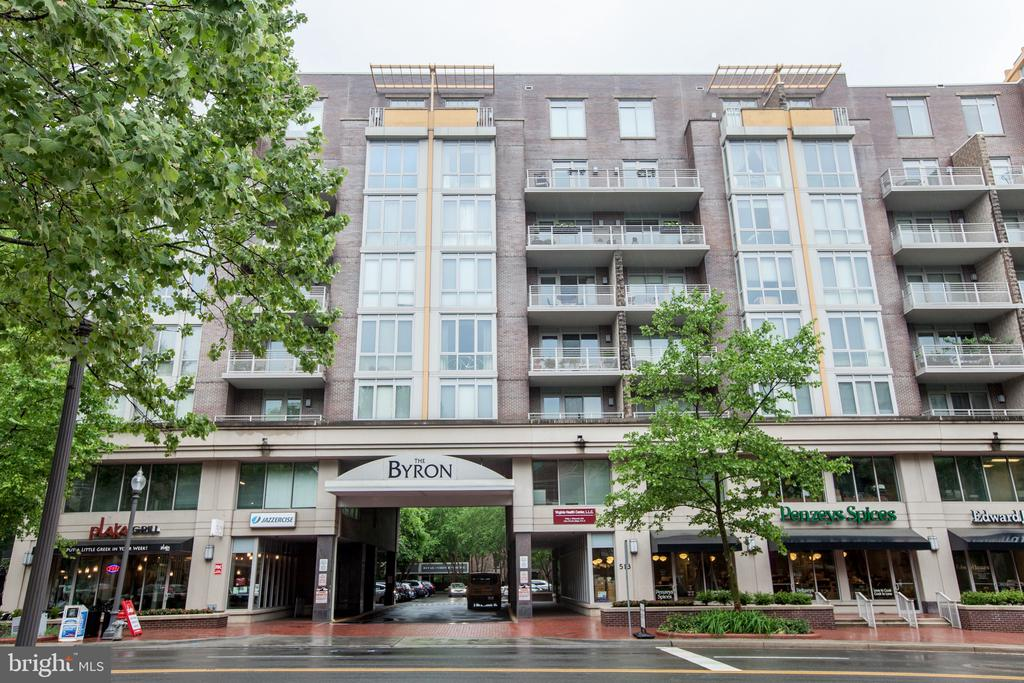513 W Broad St #313, Falls Church, VA 22046