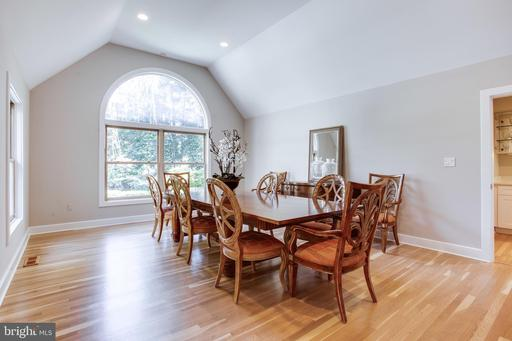 495 River Forest Dr, Great Falls 22066