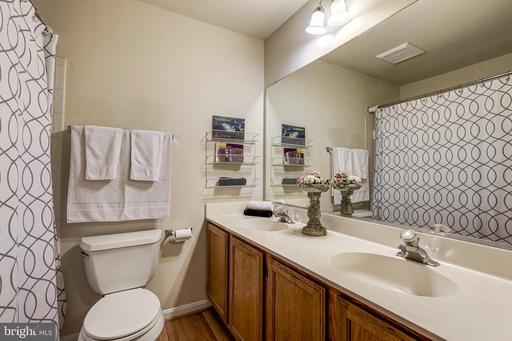 5518 Sully Lake Dr Centreville VA 20120