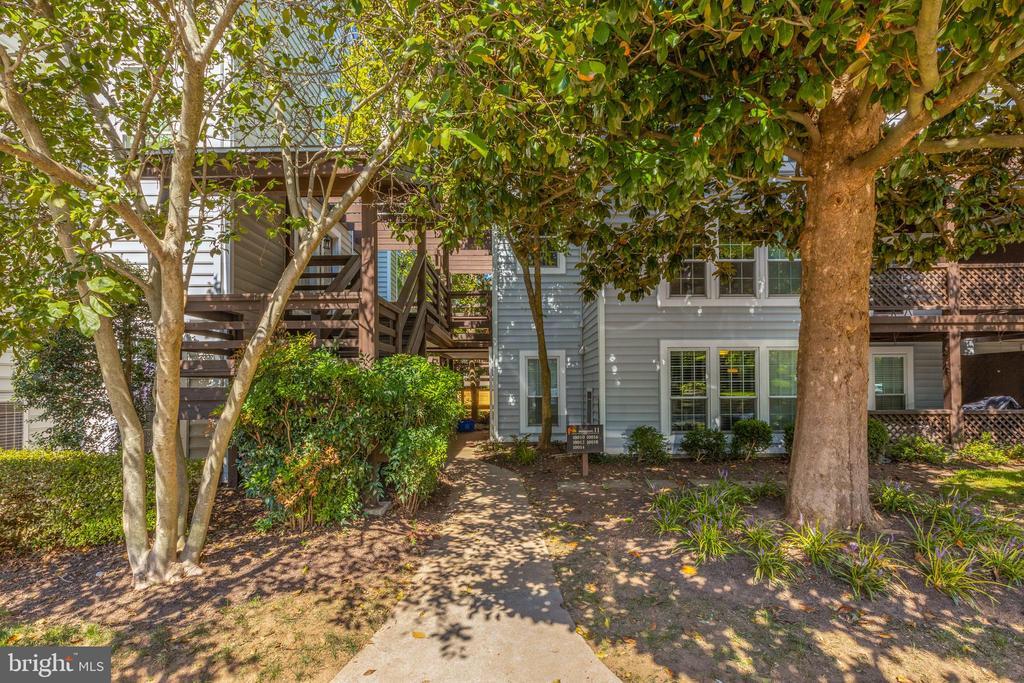 10016 Oakton Terrace Rd, Oakton, VA 22124