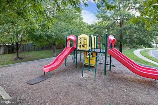 5925 High Meadow Rd Alexandria VA 22310