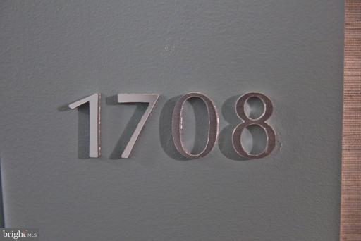 203 Yoakum Pkwy #1708, Alexandria, VA 22304