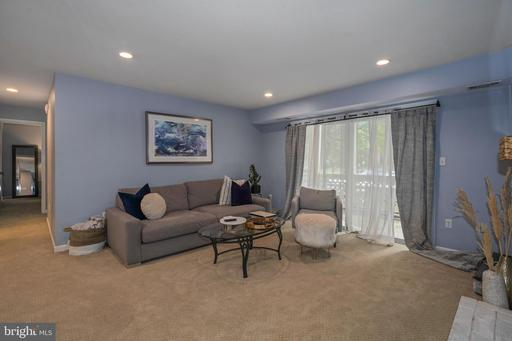 7714 Willow Point Dr, Falls Church 22042