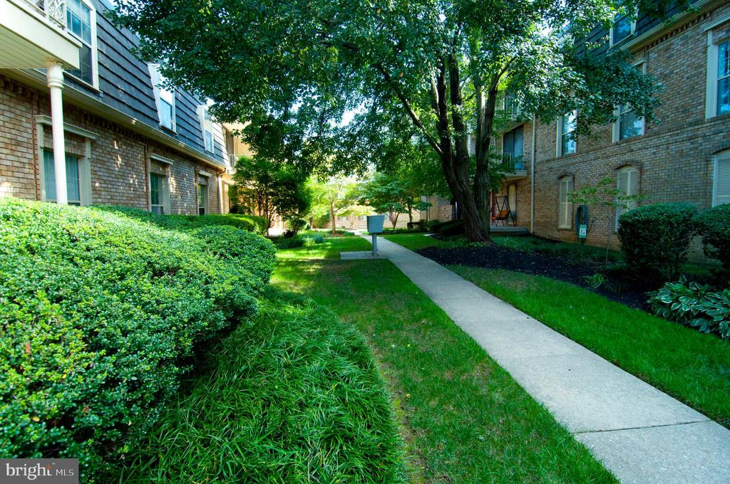 Photo of 3127 Patrick Henry Dr #227