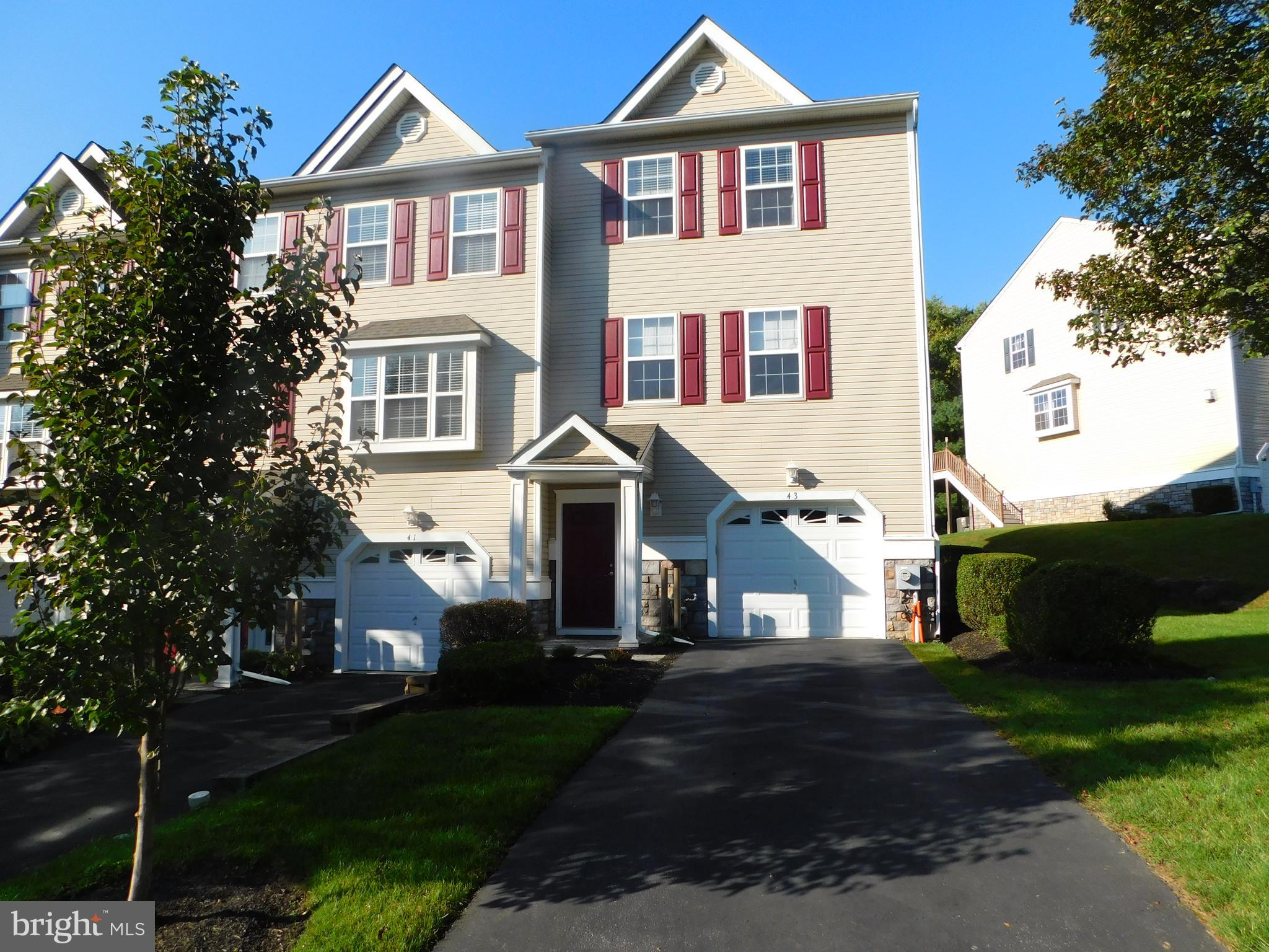 Well maintained end of row townhome in the community of Trotters Run in highly desirable Spring Valley Estates.  Lower level features tiled foyer entrance, family room w/sliders to rear yard, inside access to garage, 1st level has hardwood floors thru out, 9ft ceilings, gas fireplace in living room, formal dining room, large modern eatin kitchen w/42 in cabinets, granite counter top, tiled backsplash and sliders to large rear deck, 2nd level has master bedroom suite w/full bath and walk in closet, two additional nice sized bedrooms and an updated hall bath. Convenient to shopping and transportation.