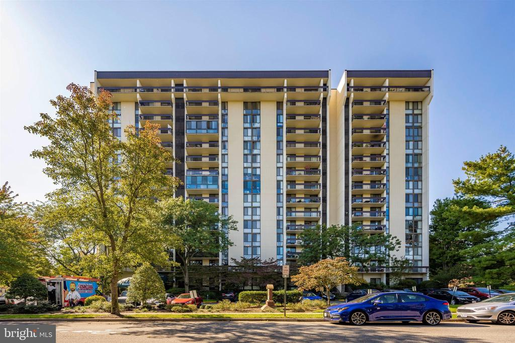 Photo of 5300 Holmes Run Pkwy #309