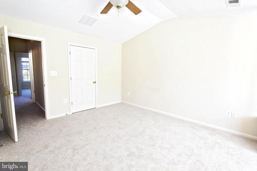 5205 Prairie Willow Ln Centreville VA 20120