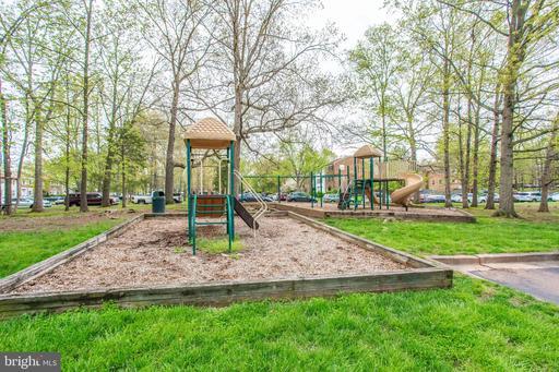 6036 Regents Park Rd Centreville VA 20120