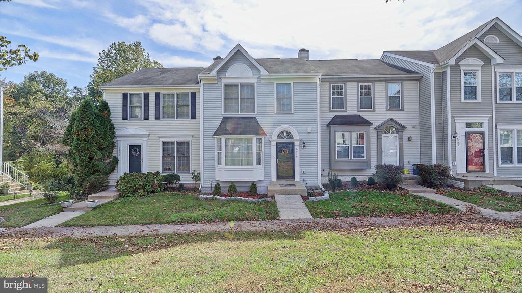 6919 Compton Ln, Centreville, VA 20121