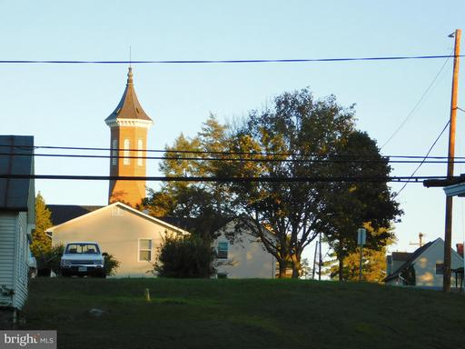 105 N Buckmarsh St Berryville VA 22611