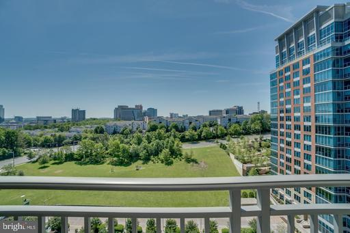 8220 Crestwood Heights Dr #608, McLean 22102