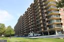 1300 Army Navy Dr #921