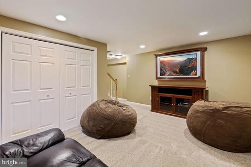 6191 Hidden Canyon Rd Centreville VA 20120