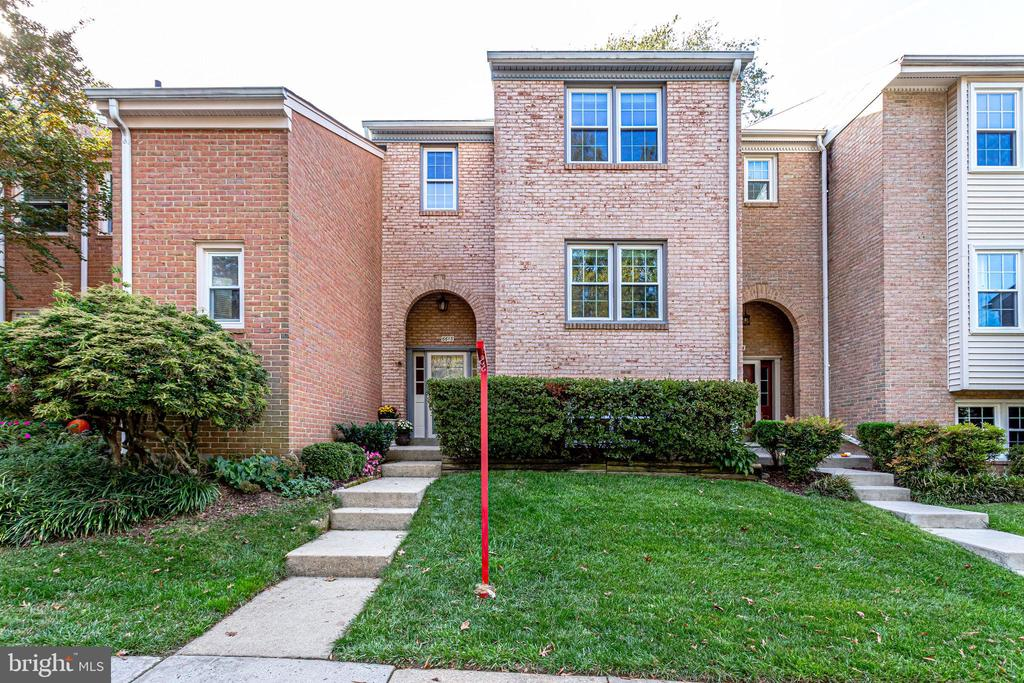 6613 Midhill Pl, Falls Church, VA 22043