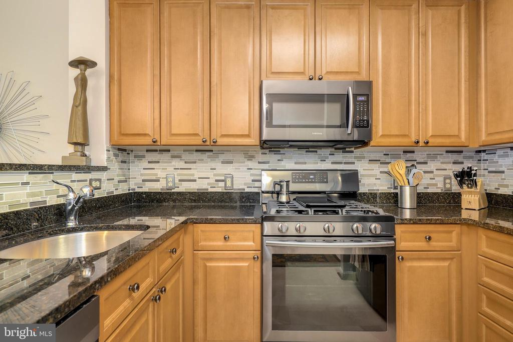 Photo of 801 S Greenbrier St #304