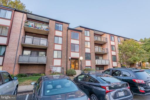9730 Kingsbridge Dr #202, Fairfax, VA 22031