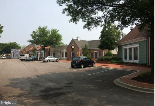 8810 Pear Tree Village #b Alexandria VA 22309