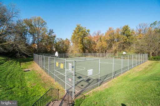 5688 Cabells Mill Ct Centreville VA 20120