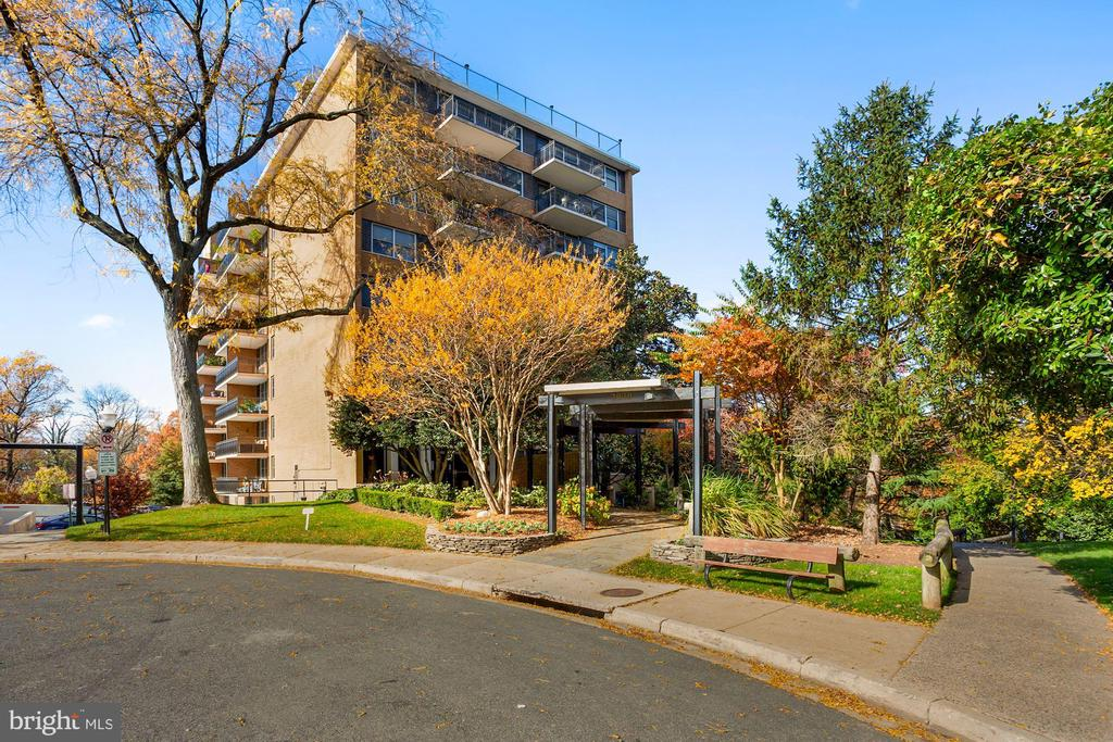 2030 N Adams St #1210, Arlington, VA 22201