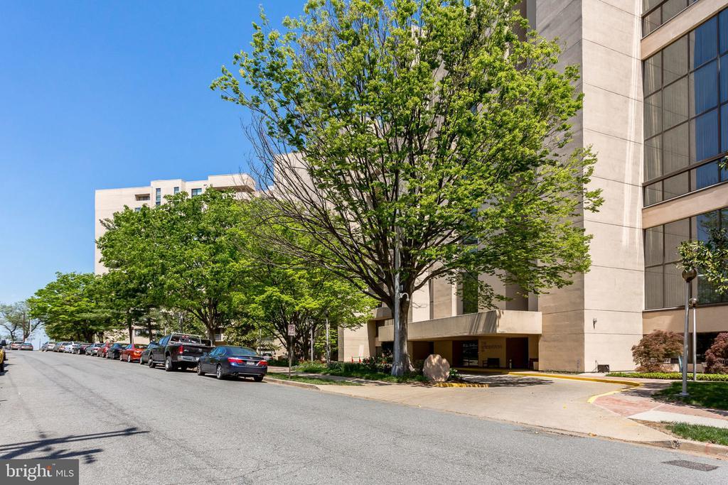 1101 S Arlington Ridge Rd #101, Arlington, VA 22202