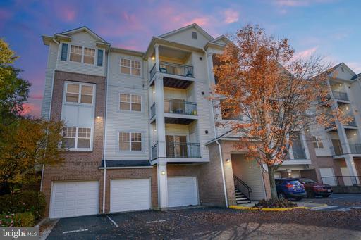 4401 Weatherington Ln #201, Fairfax, VA 22030