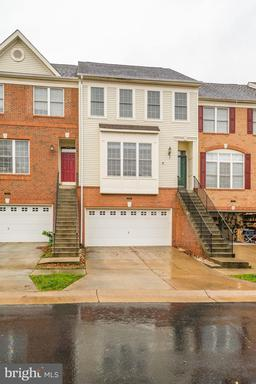 25260 Mcintyre Sq Chantilly VA 20152