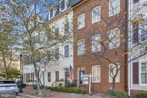 1719 Potomac Greens Dr, Alexandria, VA 22314