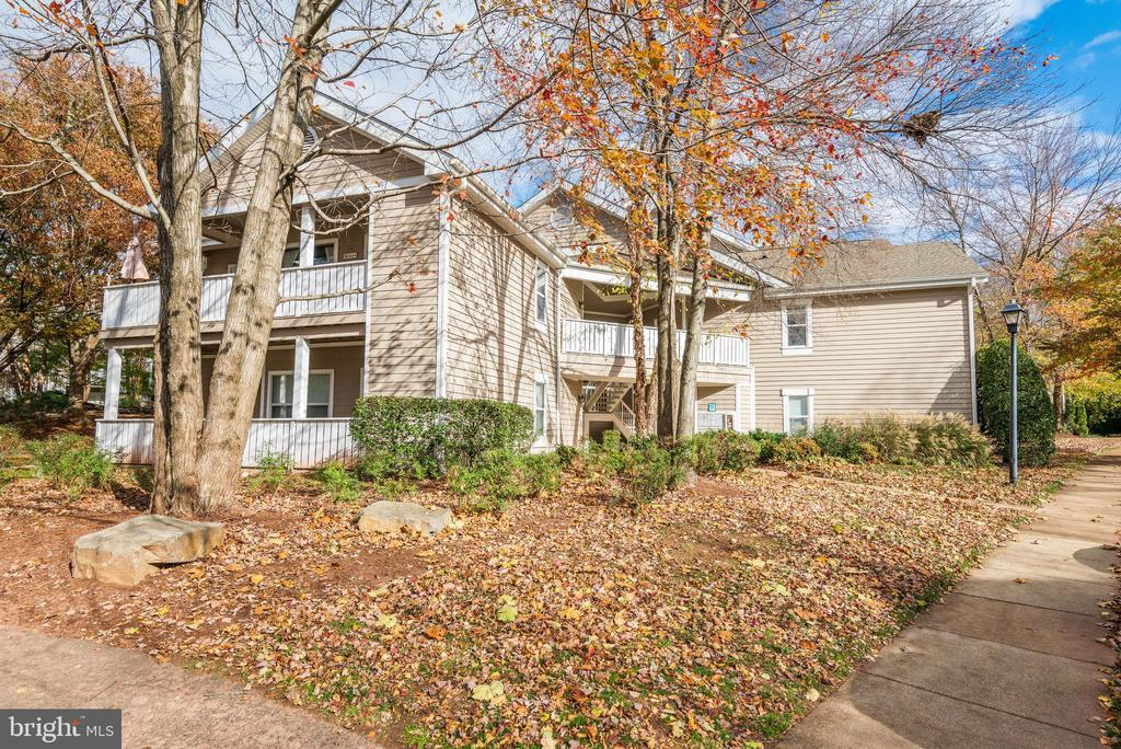 14316 Climbing Rose Way #203, Centreville, VA 20121