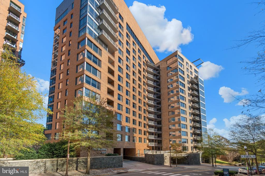 2001 15th St N #722, Arlington, VA 22201
