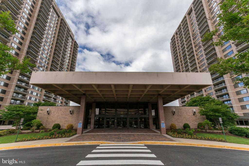 Photo of 5505 Seminary Rd #1212n