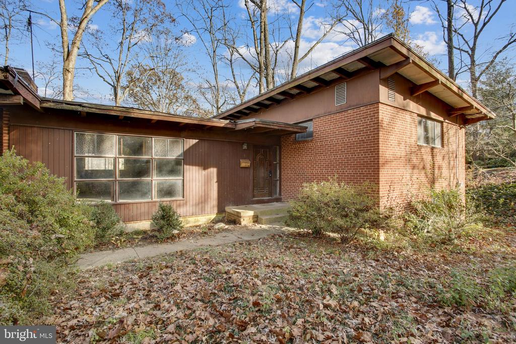 3406 Barger Dr, Falls Church, VA 22044