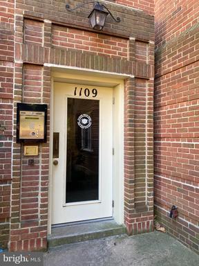 1109 N Pitt St #3a