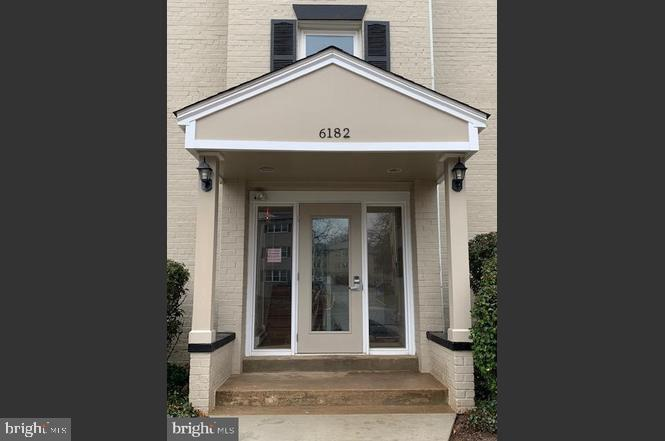 6182 Greenwood Dr #201, Falls Church, VA 22044