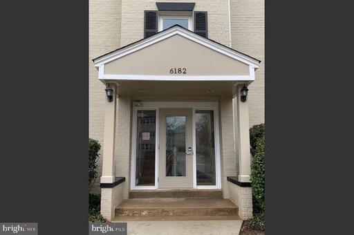 6182 Greenwood Dr #201, Falls Church, VA 22044
