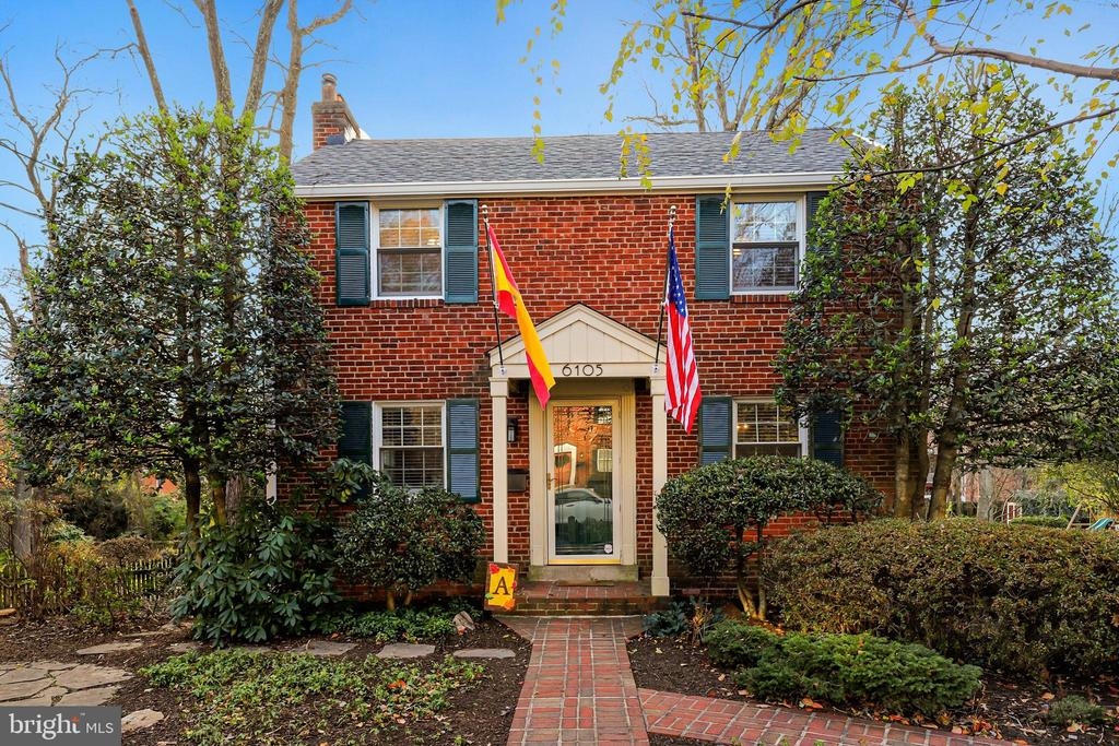 6105 Brook Dr, Falls Church, VA 22044
