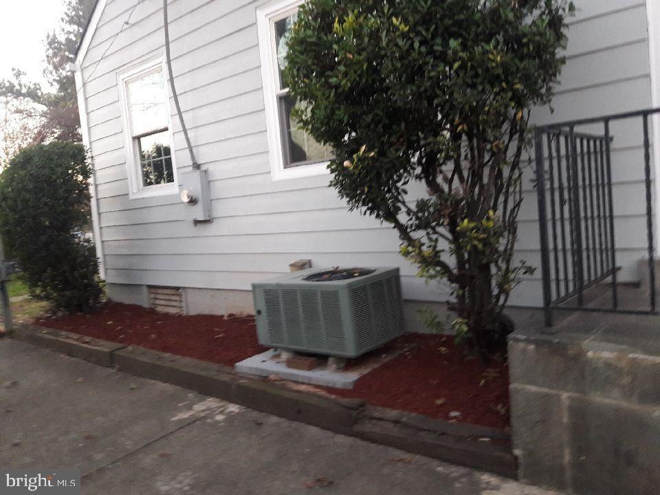 Photo of 7013 Arlington Blvd