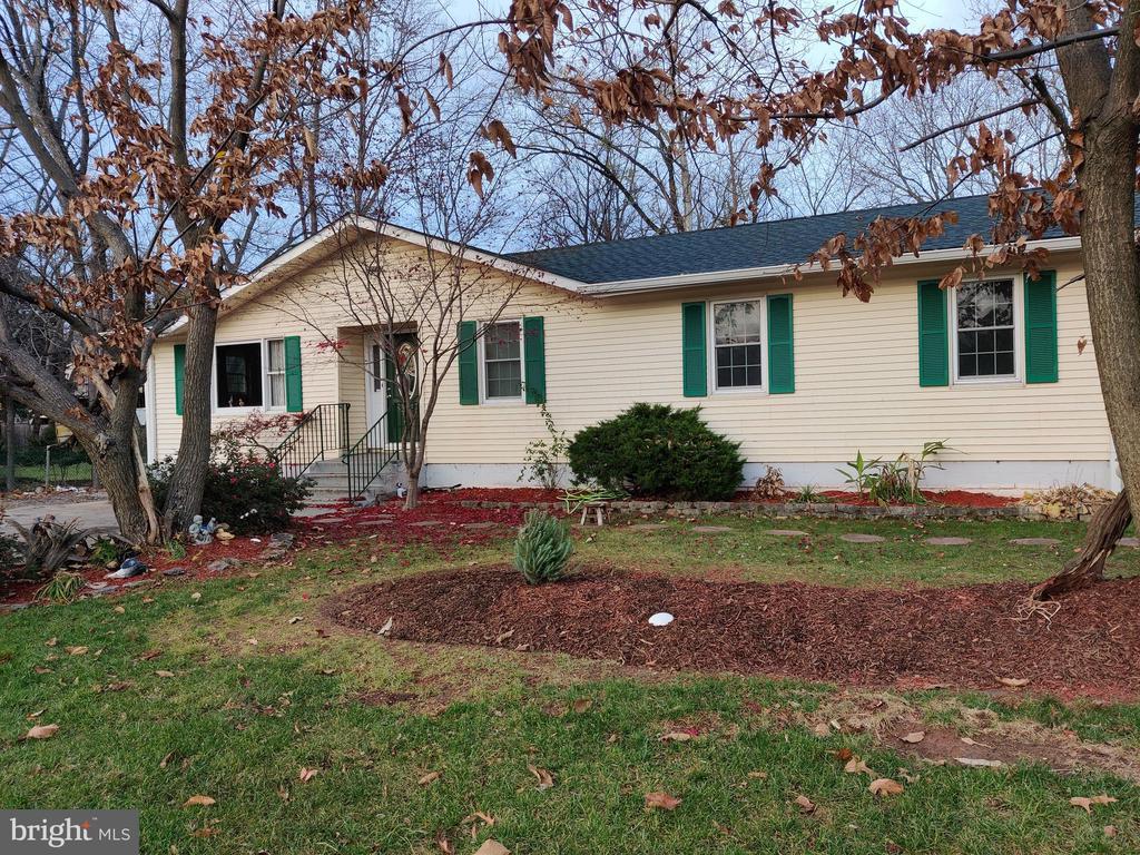 1516 Featherstone Rd, Woodbridge, VA 22191