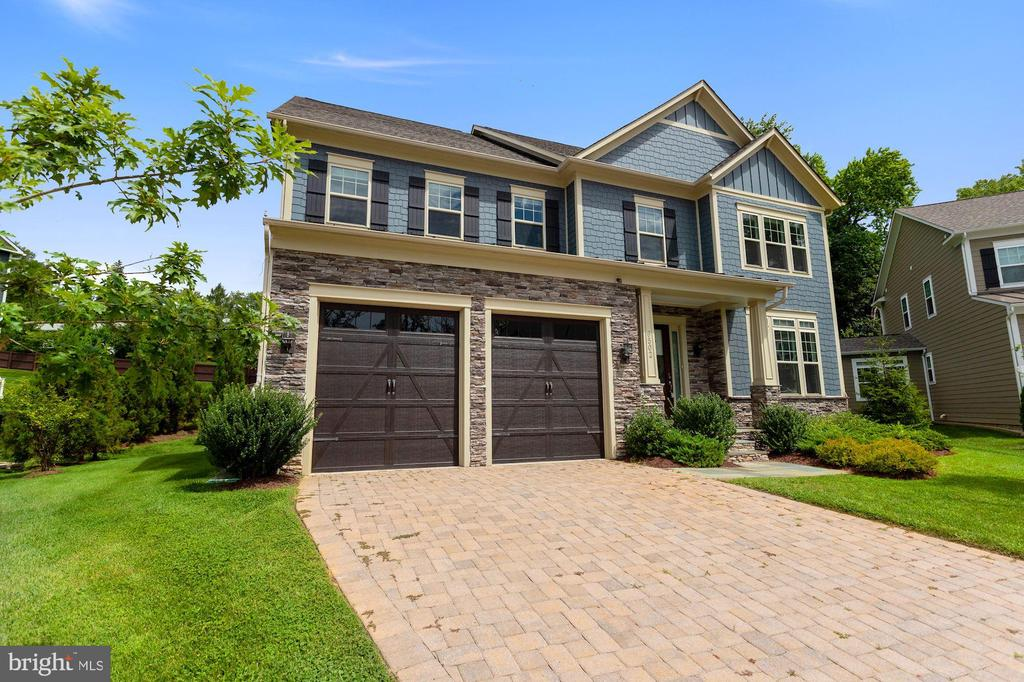 6502 Manor Ridge Ct, Falls Church, VA 22043