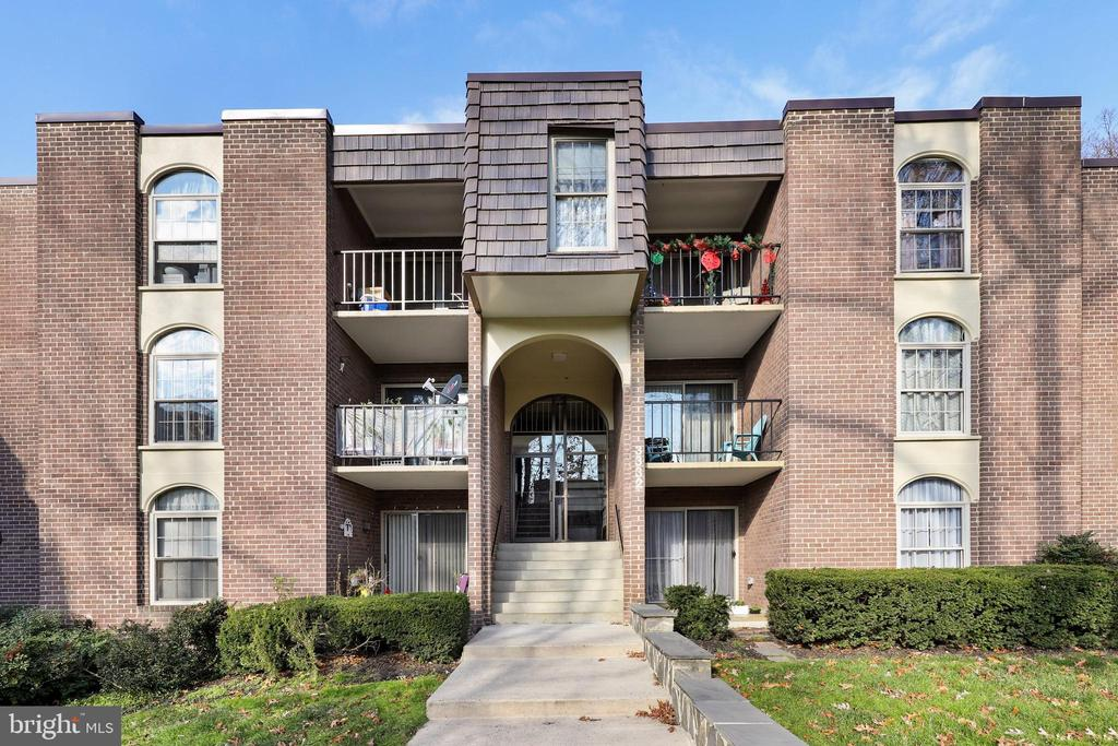 3332 Woodburn Village Dr #32