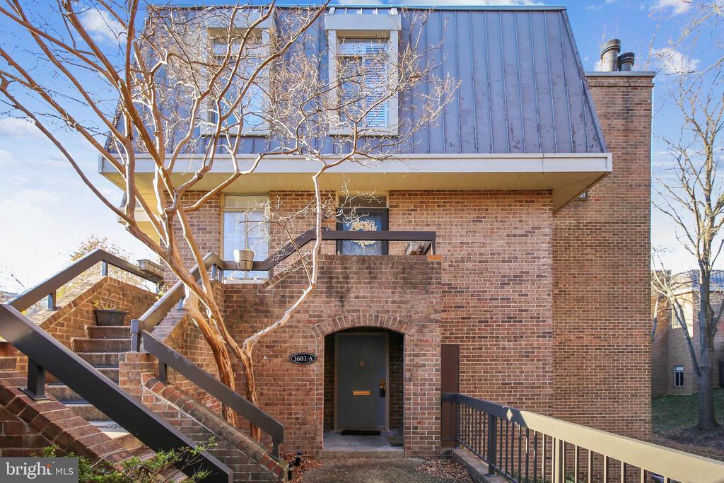 1681 S Hayes St #A, Arlington, VA 22202