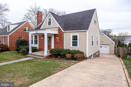 2909 Meadow Ln, Falls Church, VA 22042